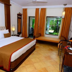 Отель Heritage Village Club Гоа сейф в номере