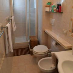 Отель B&B Acasadibarbara Италия, Рим - 1 отзыв об отеле, цены и фото номеров - забронировать отель B&B Acasadibarbara онлайн ванная фото 2