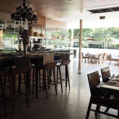 Отель Woodlands Suites Serviced Residences гостиничный бар