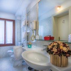 Отель Al Sole Италия, Венеция - 5 отзывов об отеле, цены и фото номеров - забронировать отель Al Sole онлайн ванная фото 2