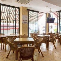 Отель Hostal Ferrer Испания, Сан-Антони-де-Портмань - отзывы, цены и фото номеров - забронировать отель Hostal Ferrer онлайн питание