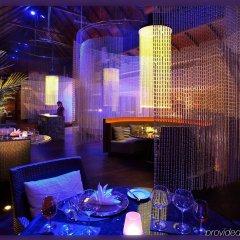 Отель Anantara Mai Khao Phuket Villas гостиничный бар