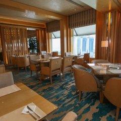 Отель The Ritz-Carlton, Millenia Singapore гостиничный бар