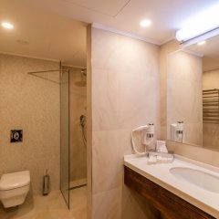 Отель Ramada and Suites by Wyndham Yerevan ванная фото 2