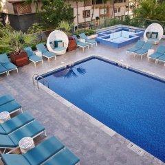 Отель Waikiki Beachcomber by Outrigger бассейн
