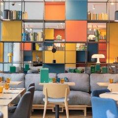 Отель Holiday Inn London Commercial Road бассейн