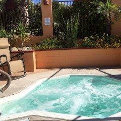 Отель La Siesta Motel & RV Resort бассейн