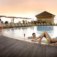 Отель Amwaj Rotana, Jumeirah Beach - Dubai бассейн