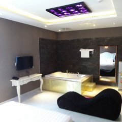 Love Point Hotel Adults Only комната для гостей