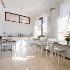 Отель Bed and Breakfast Letterario Италия, Фьюмичино - отзывы, цены и фото номеров - забронировать отель Bed and Breakfast Letterario онлайн питание