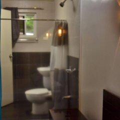 Отель Rumi Apartelle Hotel Филиппины, Пампанга - 1 отзыв об отеле, цены и фото номеров - забронировать отель Rumi Apartelle Hotel онлайн ванная