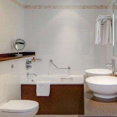 Отель Hilton Brighton Metropole Великобритания, Брайтон - отзывы, цены и фото номеров - забронировать отель Hilton Brighton Metropole онлайн ванная