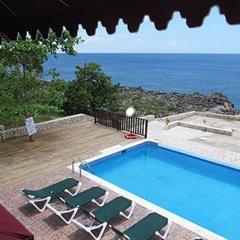 Отель Mirage Resort - Clothing Optional - Adults Only бассейн