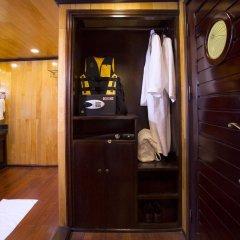 Отель Hera Cruises сейф в номере