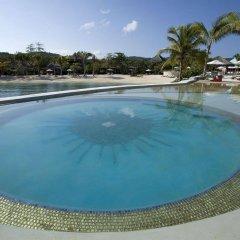 Отель Golden Eye бассейн