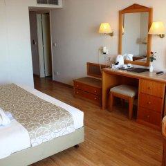 Отель Venus Beach Hotel Кипр, Пафос - 3 отзыва об отеле, цены и фото номеров - забронировать отель Venus Beach Hotel онлайн удобства в номере фото 2