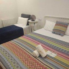 Отель Central & Basic Universitat Барселона комната для гостей фото 5