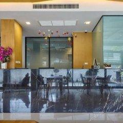 Отель The Present Sathorn Бангкок гостиничный бар