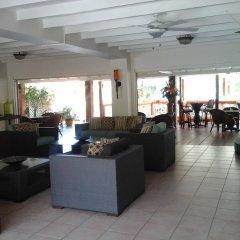 Отель Sunset Shores Beach Hotel Сент-Винсент и Гренадины, Остров Бекия - отзывы, цены и фото номеров - забронировать отель Sunset Shores Beach Hotel онлайн интерьер отеля