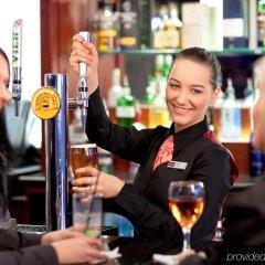 Отель Mercure Brighton Seafront Hotel Великобритания, Брайтон - отзывы, цены и фото номеров - забронировать отель Mercure Brighton Seafront Hotel онлайн гостиничный бар