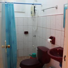 Отель M and E Guesthouse Филиппины, остров Боракай - отзывы, цены и фото номеров - забронировать отель M and E Guesthouse онлайн ванная фото 2