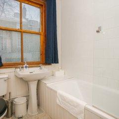 Отель 3 Bedroom Flat In Highbury Великобритания, Лондон - отзывы, цены и фото номеров - забронировать отель 3 Bedroom Flat In Highbury онлайн ванная фото 2