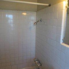 Отель Holiday Motel США, Лас-Вегас - отзывы, цены и фото номеров - забронировать отель Holiday Motel онлайн ванная фото 2