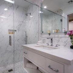 Отель Beverly Hills Plaza Hotel США, Лос-Анджелес - отзывы, цены и фото номеров - забронировать отель Beverly Hills Plaza Hotel онлайн ванная