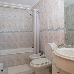 Отель Apartamentos Turisticos Jardins Da Rocha Португалия, Портимао - отзывы, цены и фото номеров - забронировать отель Apartamentos Turisticos Jardins Da Rocha онлайн ванная