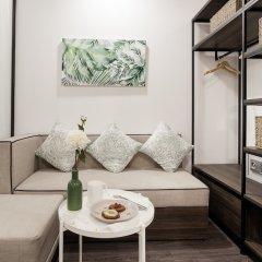 Отель La Regatta Boutique Residences сейф в номере