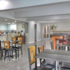 Отель Days Inn by Wyndham Gatlinburg On The River гостиничный бар