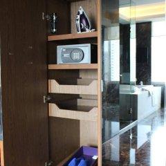 Отель Radisson Blu Plaza Bangkok Бангкок сейф в номере