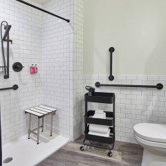 Отель Moxy Columbus Short North США, Колумбус - отзывы, цены и фото номеров - забронировать отель Moxy Columbus Short North онлайн ванная