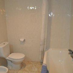 Отель Hostal Mourelos Испания, Эль-Грове - отзывы, цены и фото номеров - забронировать отель Hostal Mourelos онлайн ванная фото 3