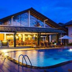 Отель Kamili Beach Villa бассейн