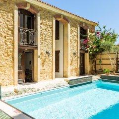 Отель Creta Seafront Residences бассейн