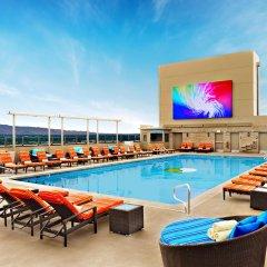 Отель Stratosphere Hotel, Casino & Tower США, Лас-Вегас - 8 отзывов об отеле, цены и фото номеров - забронировать отель Stratosphere Hotel, Casino & Tower онлайн бассейн