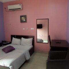 Отель Alheri Suites сейф в номере