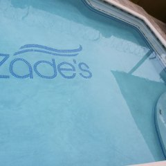 Отель Zades Vacation Home бассейн
