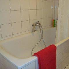 Отель Bermuda Triangle B&B Германия, Кёльн - отзывы, цены и фото номеров - забронировать отель Bermuda Triangle B&B онлайн ванная