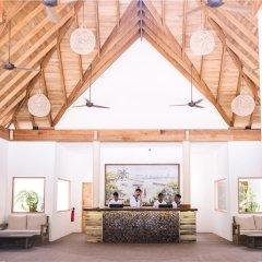 Отель Reethi Faru Resort интерьер отеля