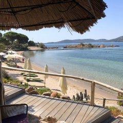 Отель Grand Hôtel De Cala Rossa Франция, Леччи - отзывы, цены и фото номеров - забронировать отель Grand Hôtel De Cala Rossa онлайн пляж