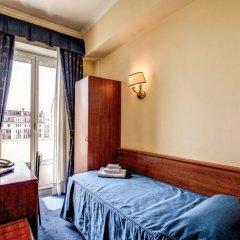 Отель Laura сейф в номере