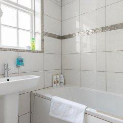 Отель Modern 3 Bedroom Central Brighton House Великобритания, Брайтон - отзывы, цены и фото номеров - забронировать отель Modern 3 Bedroom Central Brighton House онлайн ванная