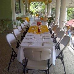 Отель Palm Bay Guest House & Restaurant Ямайка, Монтего-Бей - отзывы, цены и фото номеров - забронировать отель Palm Bay Guest House & Restaurant онлайн питание фото 2