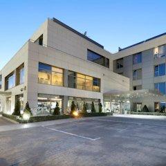 Hotel Vía Castellana парковка