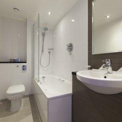 Отель Thistle Kensington Gardens Великобритания, Лондон - отзывы, цены и фото номеров - забронировать отель Thistle Kensington Gardens онлайн ванная