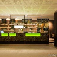 Отель Indigo Berlin-Alexanderplatz Германия, Берлин - отзывы, цены и фото номеров - забронировать отель Indigo Berlin-Alexanderplatz онлайн гостиничный бар