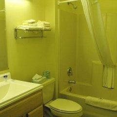 Отель Americas Best Value Inn Three Rivers ванная фото 2