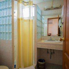 Отель Wyndham Garden Guam ванная фото 2